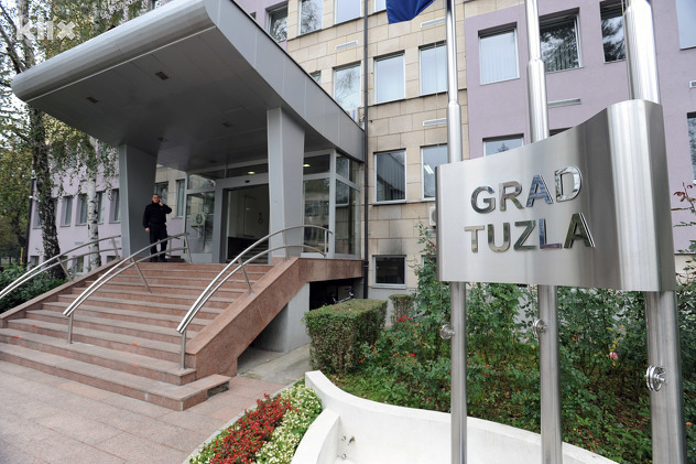 Objavljen Javni poziv za dodjelu Nagrade Grada Tuzle za ostvaren natprosječan uspjeh učenika, studenata i sportista sa područja grada Tuzla